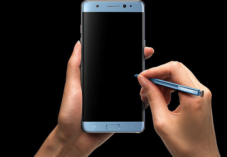 Hand clutching the Galaxy Note FE Black Onyx S Pen