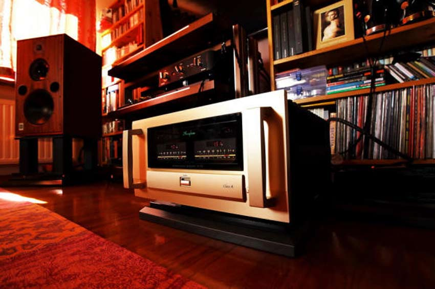 Power Amply Accuphase A70